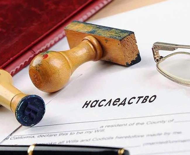 В случае смерти заемщика кто выплачивает кредит: если он застрахован, если был залог или поручитель